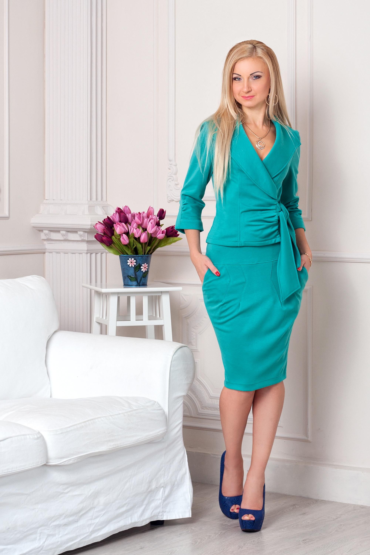 Фото модных женских костюмов и платьев